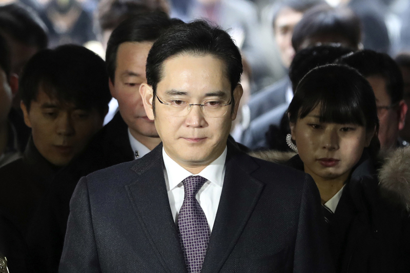 FILE - In this Jan. 18, 2017, file photo, Lee Jae-yong, front, a vice chairman of Samsung Electronics Co. arrives for the hearing at the Seoul Central District Court in Seoul, South Korea. Photo: AP