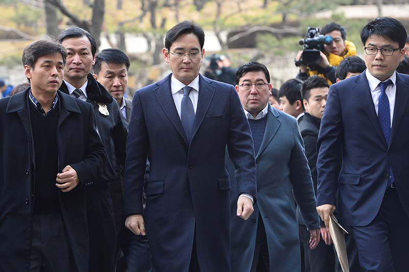 Samsung Group chief, Jay Y Lee, arrives at the Seoul Central District Court in Seoul, South Korea, on Thursday February 16, 2017. Photo: News1 via Reuters