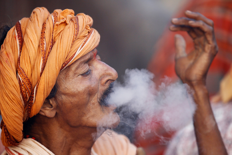 A Hindu holy man, or sadhu, smokes marijuana at the premises of Pashupatinath Temple on the eve of Shivaratri festival in Kathmandu, Nepal February 23, 2017. Photo: Reuters