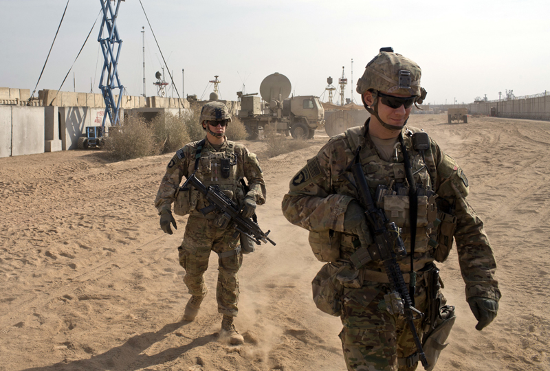 FILE - In this Nov. 9, 2016 file photo, US Army soldiers move through Qayara West Coalition base in Qayara, some 50 kilometers south of Mosul, Iraq. Photo: AP