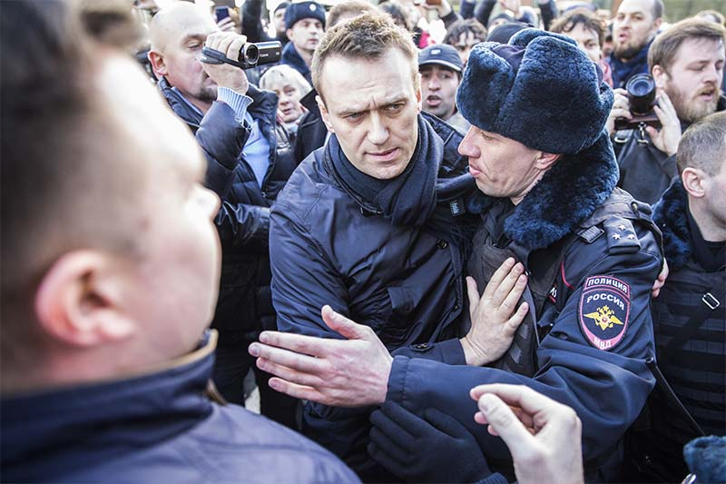 Alexei Navalny is detained by police in downtown Moscow, Russia, on Sunday, March 26, 2017. Photo: Evgeny Feldman via AP