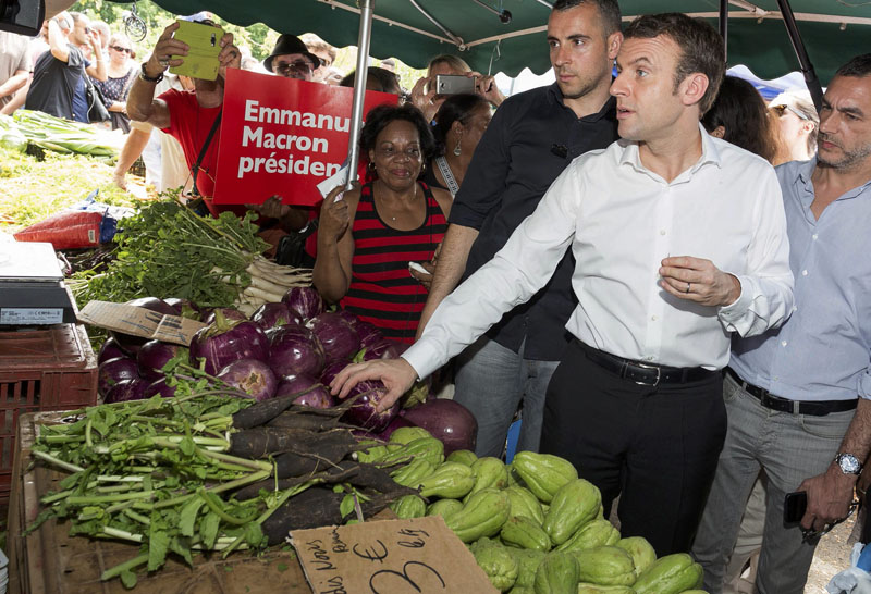 Emmanuel Macron, head of the political movement En Marche ! (Onwards !) and 2017 presidential candidate of the French centre-right visits the Chaudron market in Saint-Denis as he campaigns on the French Indian Ocean island of the Reunion, on March 26, 2017. Photo: Reuters