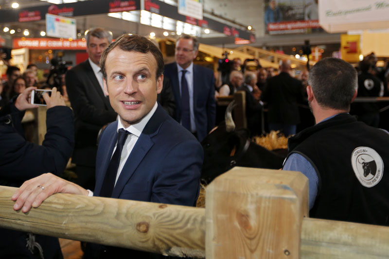 Emmanuel Macron, head of the political movement En Marche !, or Onwards !, and candidate for the 2017 French presidential election, visits the International Agricultural Show in Paris, France, on March 1, 2017. Photo: Reuters