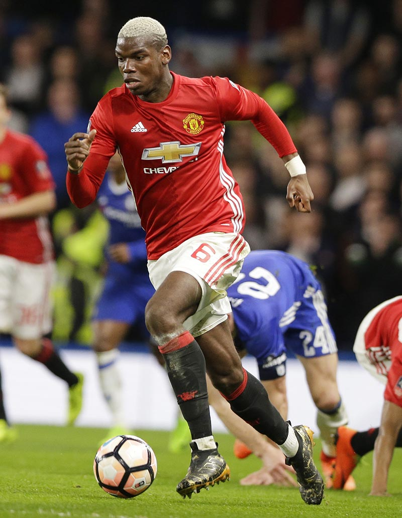 Manchester United's Paul Pogba takes the ball during the English FA Cup quarterfinal soccer match between Chelsea and Manchester United at Stamford Bridge stadium in London, on Monday, March 13, 2017. Photo: AP