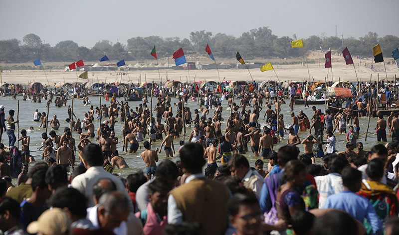 Hindu devotees crowd to take ritualistic dip at the Sangam, the confluence of the rivers Ganges, Yamuna and the mythical Saraswati, on the occasion of Hindu festival of Shivaratri, that marked the last day of the annual traditional fair of Magh Mela, in Allahabad, India, on Friday, Feb. 24, 2017. Photo: AP