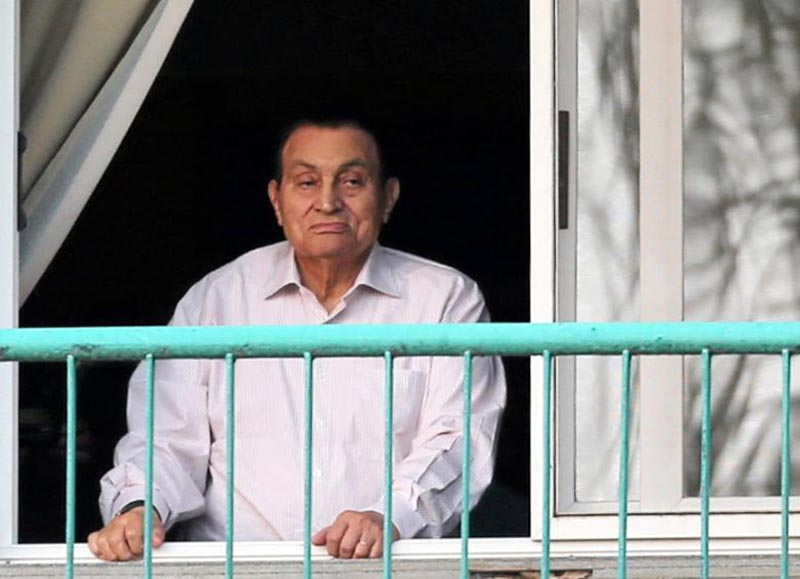 Ousted Egyptian president Hosni Mubarak looks towards his supporters during celebrations of the 43rd anniversary of the 1973 Arab-Israeli war, at Maadi military hospital on the outskirts of Cairo, October 2016.Photo: Reuters