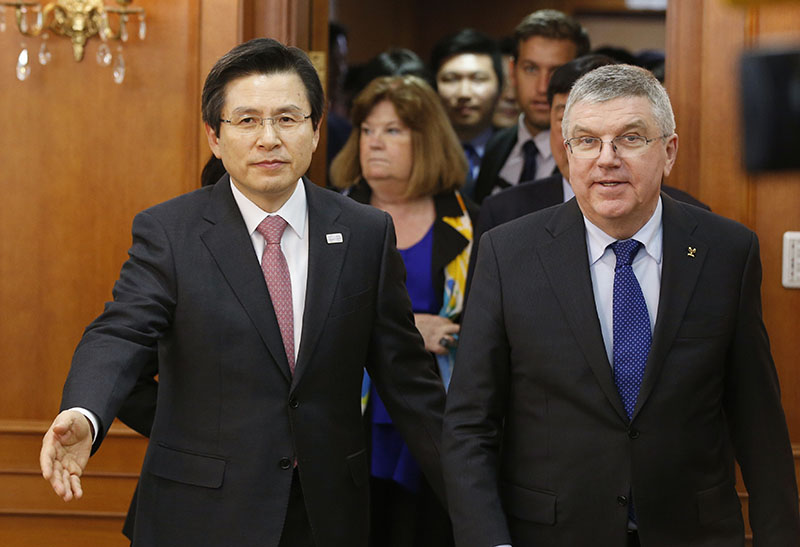 International Olympic Committee (IOC) President Thomas Bach, left, is escorted by South Korea's Prime Minister and acting President Hwang Kyo-ahn for a meeting in Seoul, South Korea, Tuesday, on March 14, 2017. Photo: AP