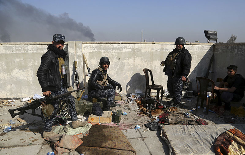 Soldiers take combat positions as Iraqi security forces advance during fighting against Islamic State militants in western Mosul, Iraq, on Tuesday, March 7, 2017. Photo: AP