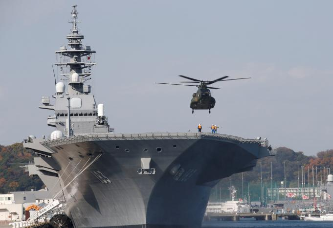 FILE PHOTO: A helicopter lands on the Izumo, Japan Maritime Self Defense Force's (JMSDF) helicopter carrier, at JMSDF Yokosuka base in Yokosuka, south of Tokyo, Japan, December 6, 2016. REUTERS/Kim Kyung-Hoon/File Photo