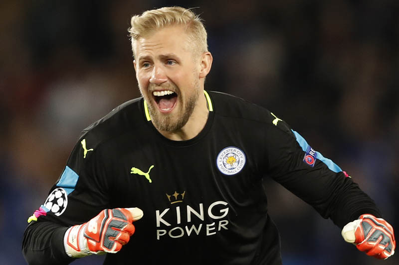 Leicester City's Kasper Schmeichel celebrates after Wes Morgan scores their first goal. Photo: Reuters