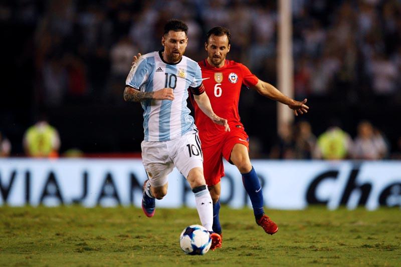 Argentina's Lionel Messi (L) and Chile's Jose Pedro Fuenzalida in action. Photo: Reuters