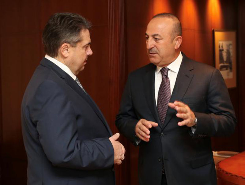Turkish Foreign Minister Mevlut Cavusoglu meets his German counterpart Sigmar Gabriel in Berlin, Germany, on March 8, 2017. Photo: Turkish Foreign Ministry Press Office via Reuters