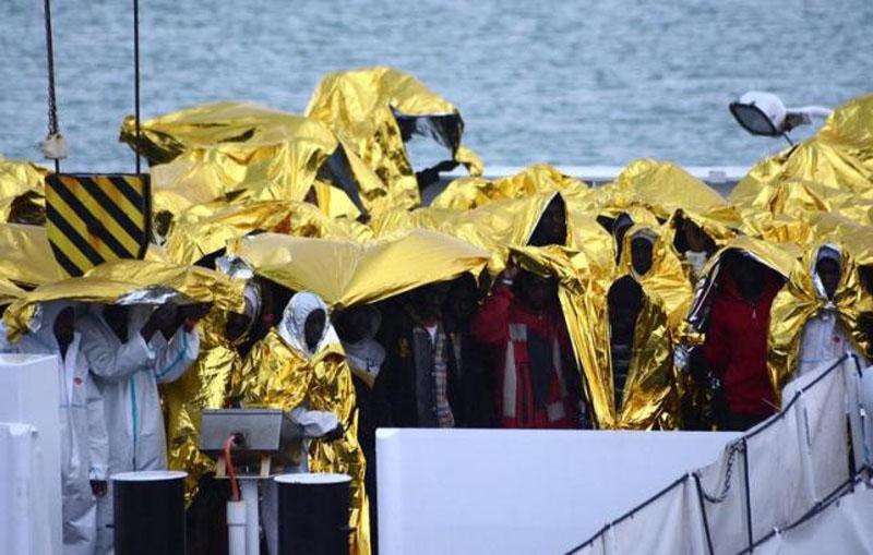 Migrants wait to disembark from Italian Coast Guard patrol vessel Diciotti in the Sicilian harbour of Catania, Italy, on January 28, 2017. Photo: Reuters