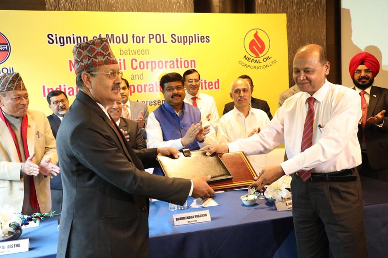 Officials of Nepal Oil Corporation and Indian Oil Corporation exchange the MoU on fuel supply for five years. Nepal's Minister for Supply Deepak Bohara and India's Minister of State for Petroleum and Natural Gas Dharmendra Pradhan, in New Delhi on March 27, 2017. Photo: PIB India