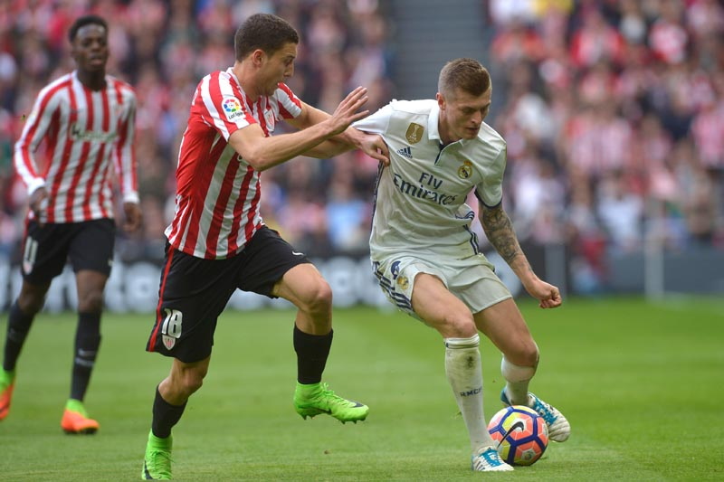 Athletic Bilbao's Oscar de Marcos and Real Madrid's Toni Kroos in action. Photo: Reuters