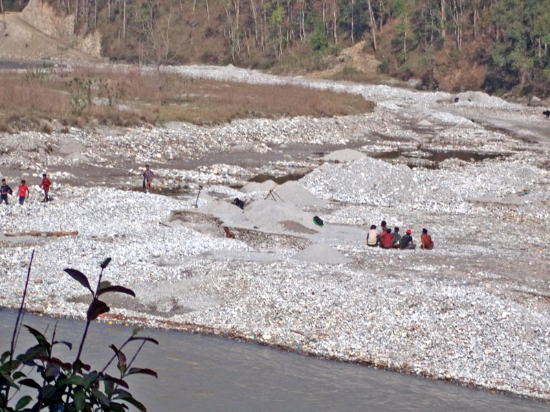 Labourers are seen extracting sand, aggregates from the Sunkoshi River at Sukute in Sindupalchok district, on Sunday, March 26, 2017. The District Administration Office has prohibited the extraction of materials for the preservation of natural resources. Photo: RSS