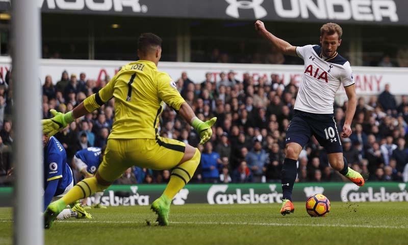Tottenham's Harry Kane shoots at goal. Photo: Reuters