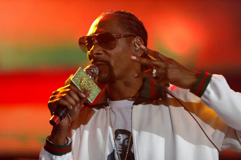 Rapper Snoop Dogg performs at ComplexCon in his hometown of Long Beach, California, U.S. on November 6, 2016. Photo: REUTERS