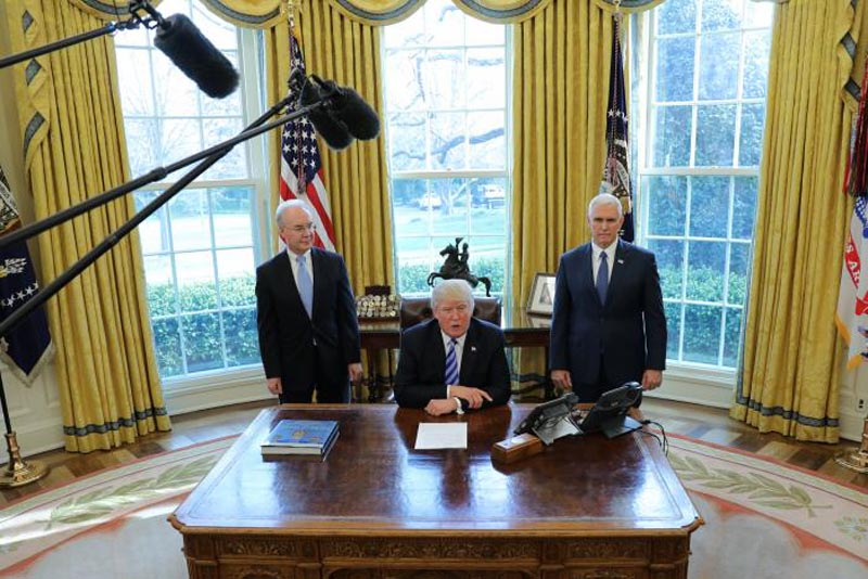 U.S. President Donald Trump talks to journalists at the Oval Office of the White House after the AHCA health care bill was pulled before a vote, accompanied by U.S. Health and Human Services Secretary Tom Price (L) and Vice President Mike Pence, in Washington, U.S. March 24, 2017. Photo: Reuters