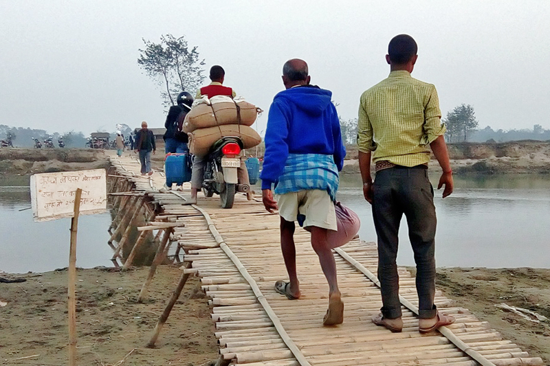 Commuters are seen walking on a makeshift bridge over the Bagmati River in Gangapipara of Rautahat district, on Thursday, March 2, 2017. Photo: Prabhat Kumar Jha