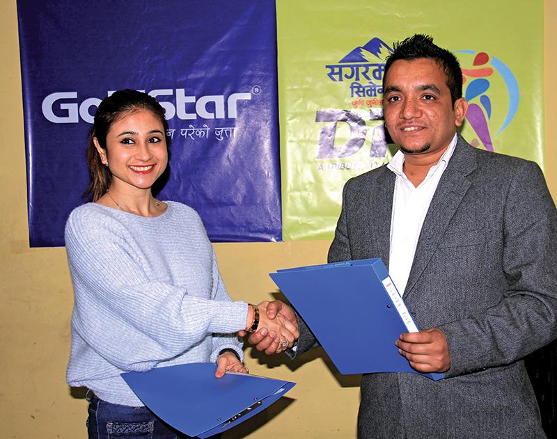 President of DCA Subash Shahi and Director of Kiran Shoes Vidushi Rana exchange the MoU in Kathmandu on Friday, March 17, 2017. Photo: THT