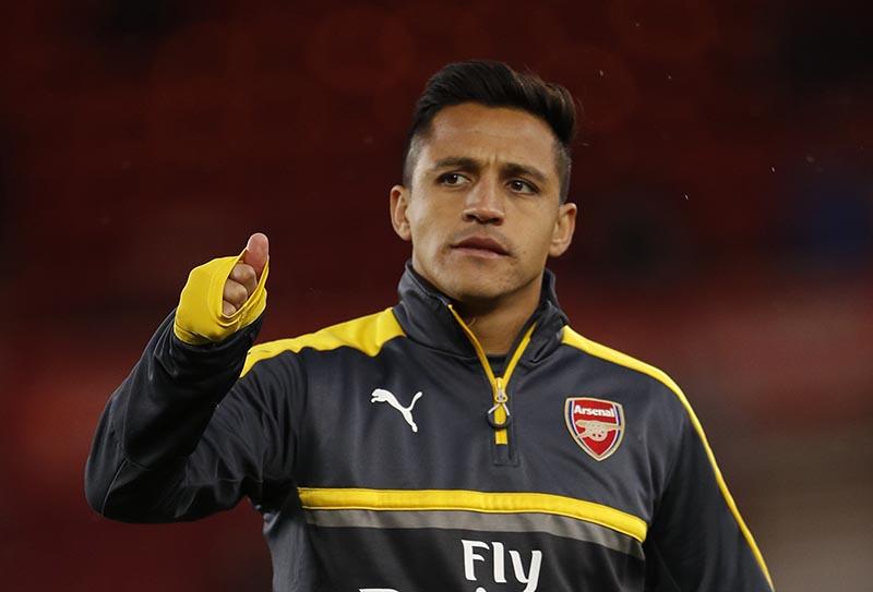Arsenal's Alexis Sanchez warms up before the match. Photo: Reuters