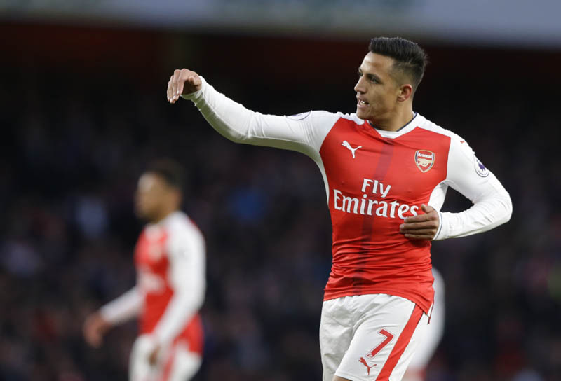 Arsenal's Alexis Sanchez gestures to his teammates during the English Premier League soccer match between Arsenal and Leicester City at the Emirates Stadium in London, on Wednesday, April 26, 2017. Photo: AP