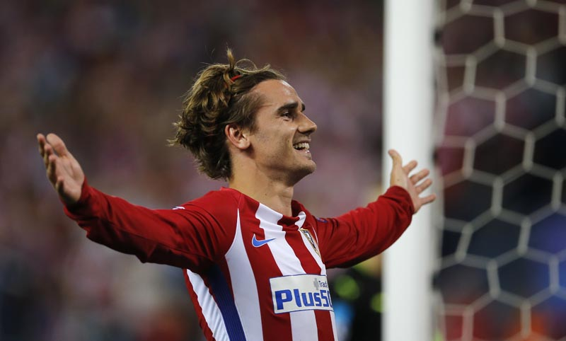 Atletico's Antoine Griezmann celebrates after scoring from the penalty spot the opening goal of the game during the Champions League quarterfinal first leg soccer match between Atletico Madrid and Leicester City at the Vicente Calderon stadium in Madrid, Spain, on Wednesday, April 12, 2017. Photo: AP