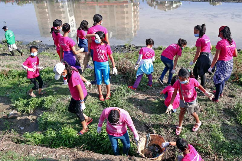 Contestants of Akshara Junior School Princess 2017, participating in the Bagmati River Cleanup Campaign on Saturday, April 8, 2017. Photo: RSS