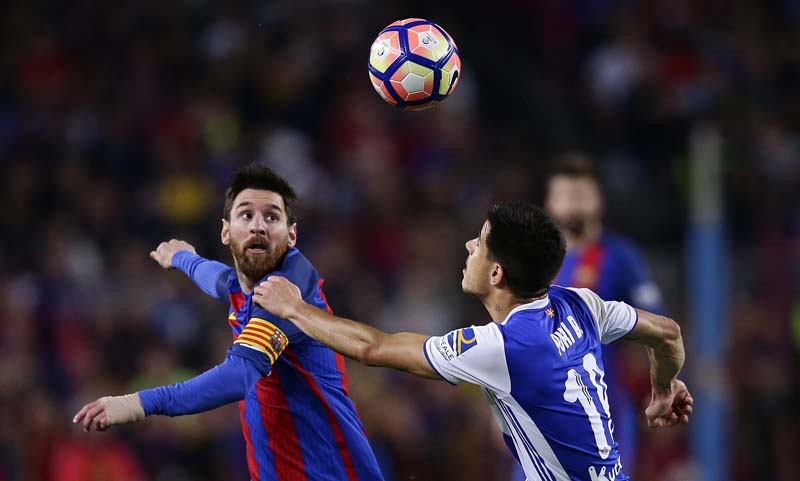 FC Barcelona's Lionel Messi (left), duels for the ball against Real Sociedad's Yuri Berchiche during the Spanish La Liga soccer match between FC Barcelona and Real Sociedad at the Camp Nou stadium in Barcelona, Spain, on Saturday, April 15, 2017. Photo: Manu Fernandez Via AP