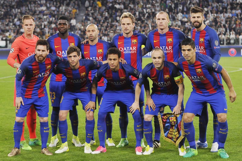 Barcelona team group before the match. Photo: Reuters