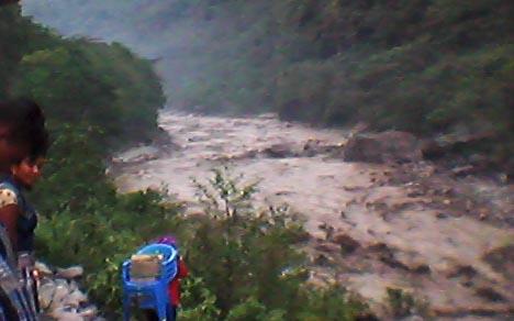 Floods in Barun River. Flood debris blocked the Arun River at Kholadobhan. Photo Courtesy: Bamshi Katuwal