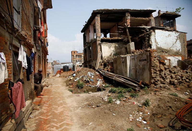 Abandoned houses, damaged during the 2015 earthquake, stand in Bhaktapur, Nepal April 21, 2017. Photo: Reuters