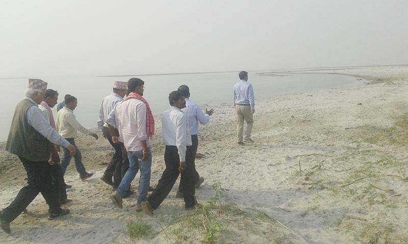 A joint team of Nepali and Indian officials monitoring the site where a water channel is being built in the Saptakoshi River in the locality of Gobargadha in Saptari district, on Thursday,  April 13, 2017. Photo: THT