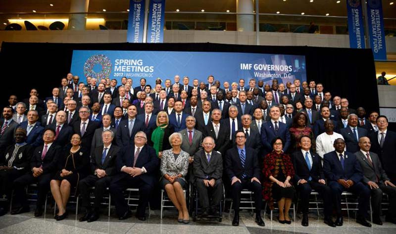 Finance ministers and bank governors pose for a 'family' photo for the International Monetary and Financial Committee (IMFC), as part of the IMF and World Bank's 2017 Annual Spring Meetings, in Washington, US, April 22, 2017. Photo: Reuters