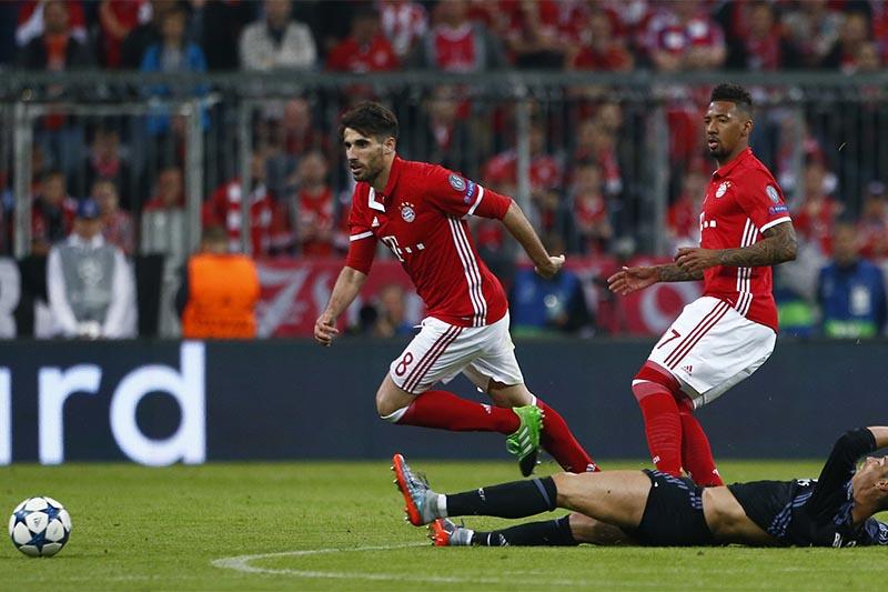 Bayern Munich's Javi Martinez fouls Real Madrid's Cristiano Ronaldo as Bayern Munich's Jerome Boateng looks on. Photo: Reuters