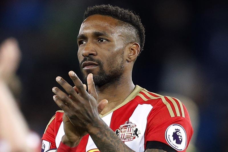Sunderland's Jermain Defoe applauds fans after the match. Photo: Reuters