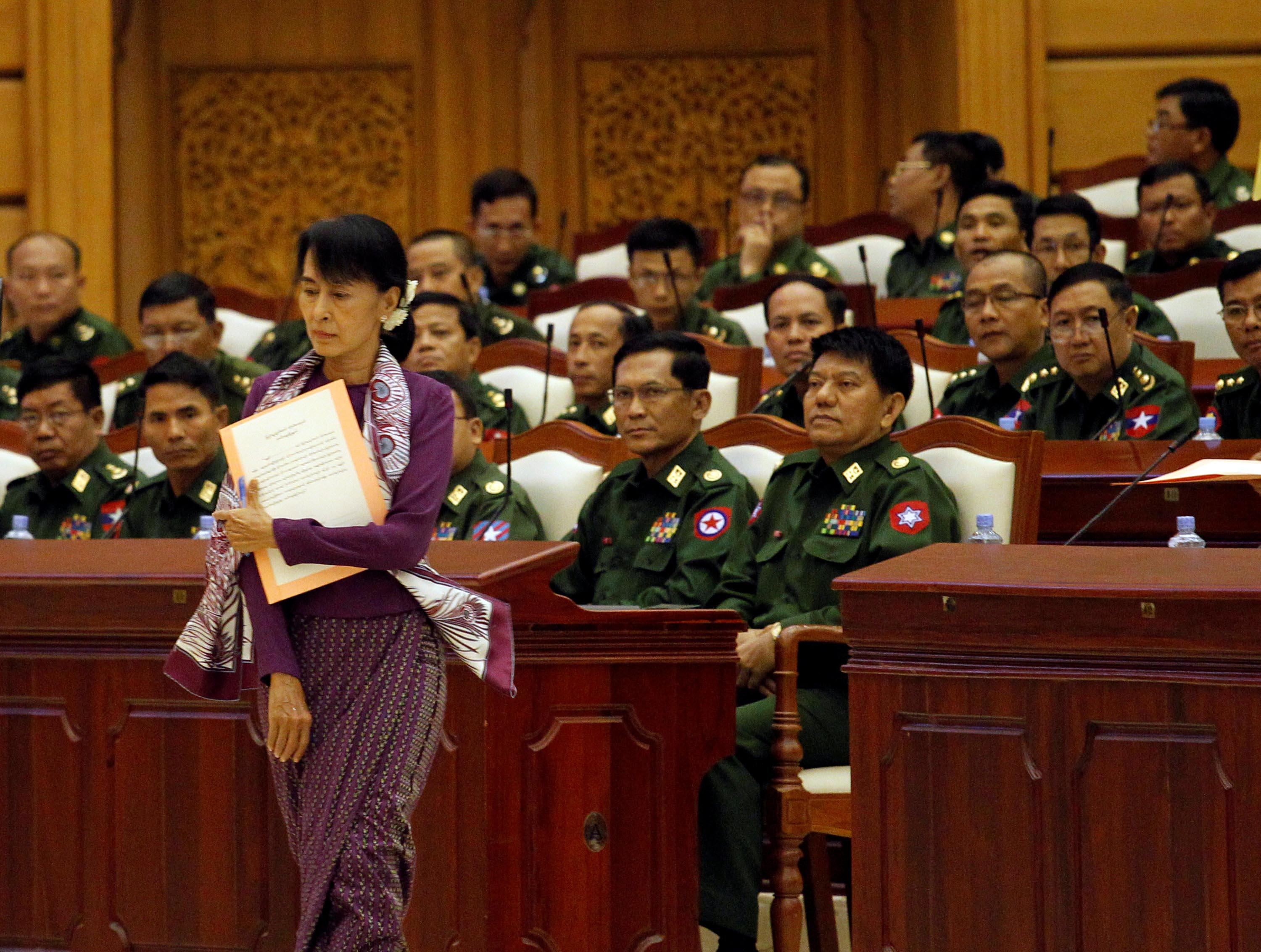 Pro-democracy leader Aung San Suu Kyi walks to take an oath at the lower house of parliament in Naypyitaw, on May 2, 2012. Photo: AP