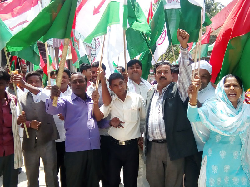 Leaders and cadres of Madhesi parties associated with the United Democratic Madhesi Front staging  protest in front of District Election Office, Gaur, in Rautahat district, on Sunday April 16, 2017. Photo: Prabhat Kumar Jha