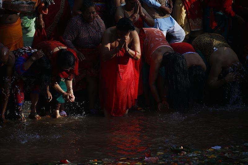 Devotee women taking bath and offering prayer to their departed mother on the occasion of Matatirtha Aunsi at Matatirtha Kunda in Kathmandu, on Wednesday, April 26, 2017. Photo: Skanda Gautam