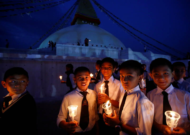 FILE - Students holding lit candles mark the anniversary of 2015 Nepal earthquake, at Boudhanath stupa in Kathmandu, Nepal, on April 25, 2017. Photo: Reuters