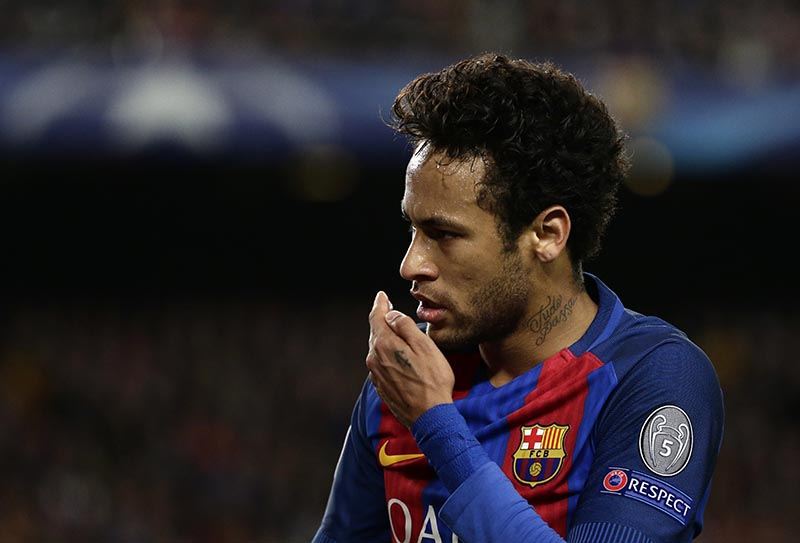 Barcelona's Neymar gestures during the Champions League quarterfinal second leg soccer match between Barcelona and Juventus at Camp Nou stadium in Barcelona, Spain, on Wednesday, April 19, 2017. Photo: AP