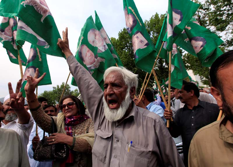 Supporters of Pakistan's Prime Minister Nawaz Sharif gesture following the Supreme Court decision, in Islamabad, Pakistan, on April 20, 2017. Photo: Reuters
