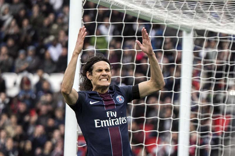 PSG's Edinson Cavani reacts after missing a chance on goal during the French League One soccer match between PSG and Montpellier at the Parc des Princes stadium in Paris, France, on Saturday, April 22, 2017. Photo: AP