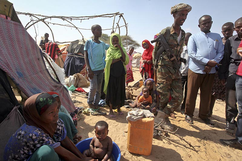 A Somali soldier provides security as newly displaced Somalis gather at a camp in the Garasbaley area on the outskirts of Mogadishu, Somalia, on March 28, 2017. Photo: AP