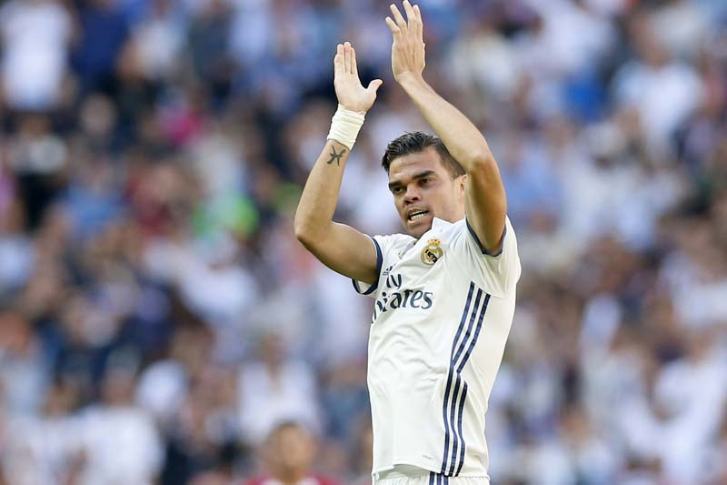 Real Madrid's Pepe celebrates after scoring a goal during a Spain's La Liga soccer match between Real Madrid and Atletico de Madrid at the Santiago Bernabeu stadium in Madrid, Spain, on Saturday, April 8, 2017. Photo: AP