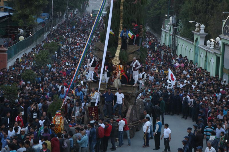 Seto Macchindranath's chariot being pulled to Asan from Tindhara Pathsala in Kathmandu on Tuesday, April 4, 2017. Photo: RSS