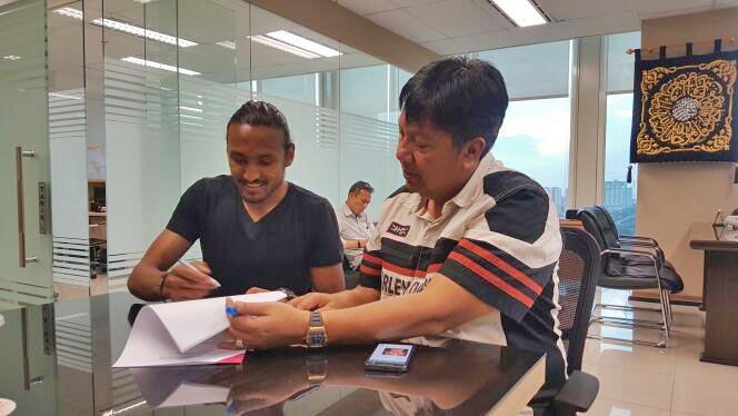 Rohit Chand signs Memorandum of Understanding with Indonesia's Persija Jakarata. Courtesy: Robin Chand