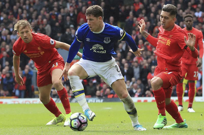 Everton's Ross Barkley (centre), in action with Liverpool's Lucas Leiva (left), and Roberto Firmino during their English Premier League soccer match at Anfield in Liverpool, England, on Saturday April 1, 2017. Photo: Peter Byrne/PA via AP