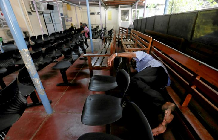 A patient sleeps on a chair at a day clinic while waiting to see a doctor during a doctors strike being held in protest against the government in Colombo, Sri Lanka April 7, 2017. REUTERS/Dinuka Liyanawatte